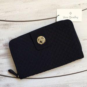 🔮✨SALE✨🔮 Vera Bradley Iconic Turnlock Wallet. ✨